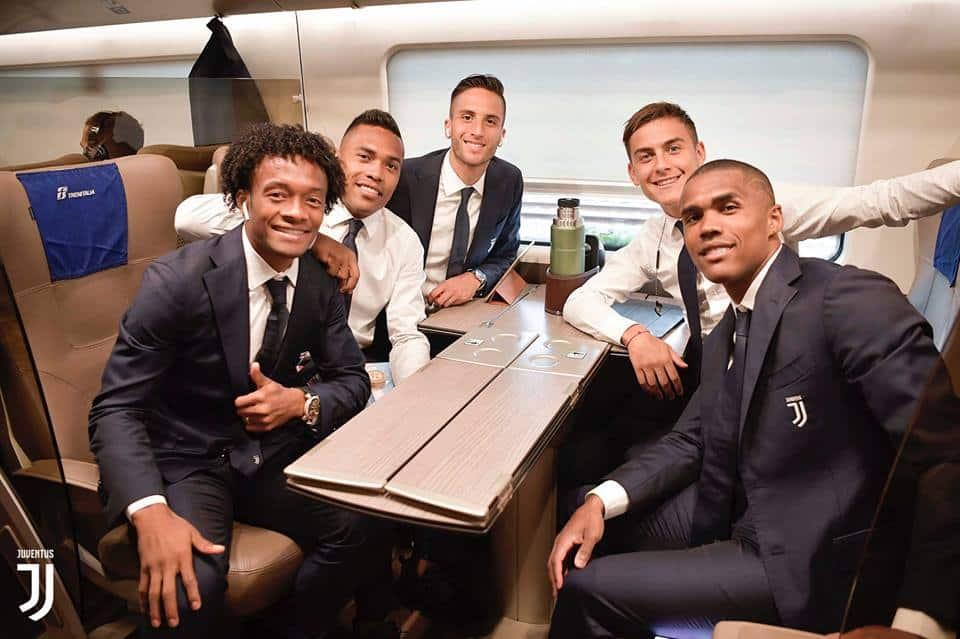Shock Douglas Costa: gomitata, accenno di testata e sputo a Di Francesco nel finale di Juventus - Sassuolo. Poi le scuse sui social...