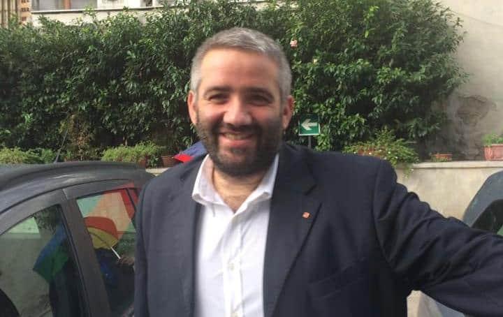 Il tema dei migranti è ormai un assillo nazionale. Tonino Scala replica a De Luca con un comunicato che non lascia scampo agli equivoci.