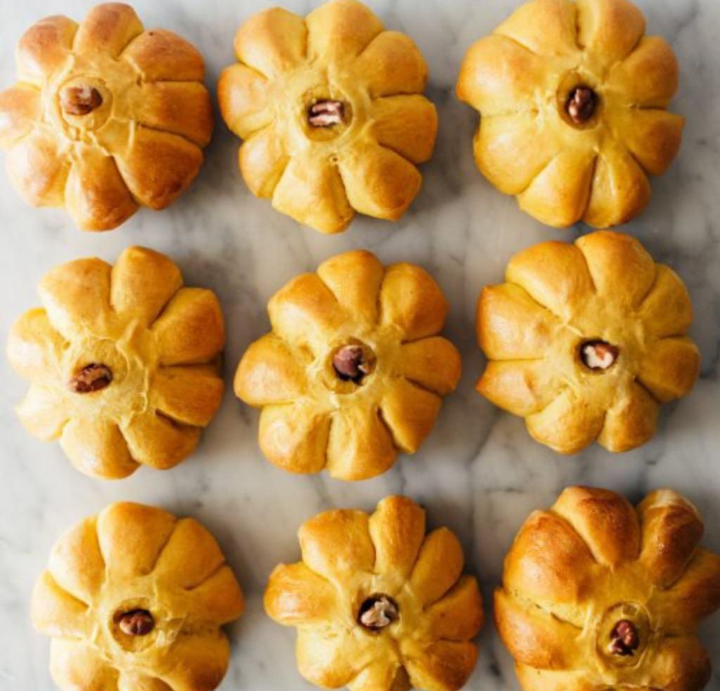 Pane alla Zucca, una ricetta simpatica e divertente per festeggiare Halloween, una festa americana oramai molto diffusa anche in Italia