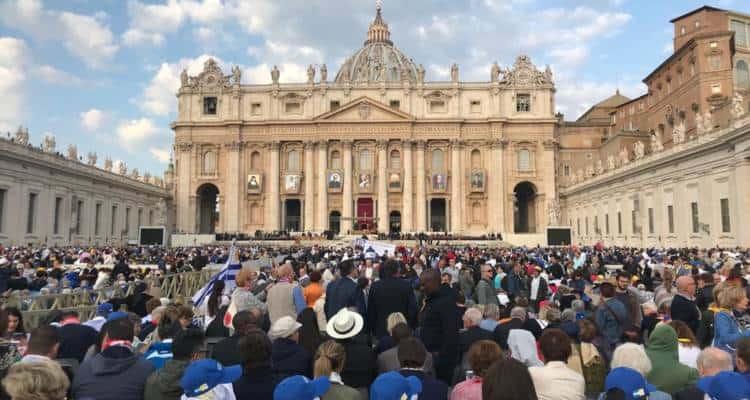 Questa mattina, durante la Santa Messa presieduta da Papa Francesco saranno proclamati nuovi sette santi.Tra essi il torrese Vincenzo Romano