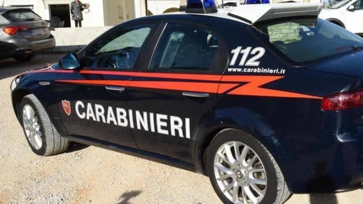 Un uomo di 65 anni, unpoliziotto in pensione, ha minacciato di suicidarsi facendo esplodere un intero stabile in Via Capone. Ore di terrore.