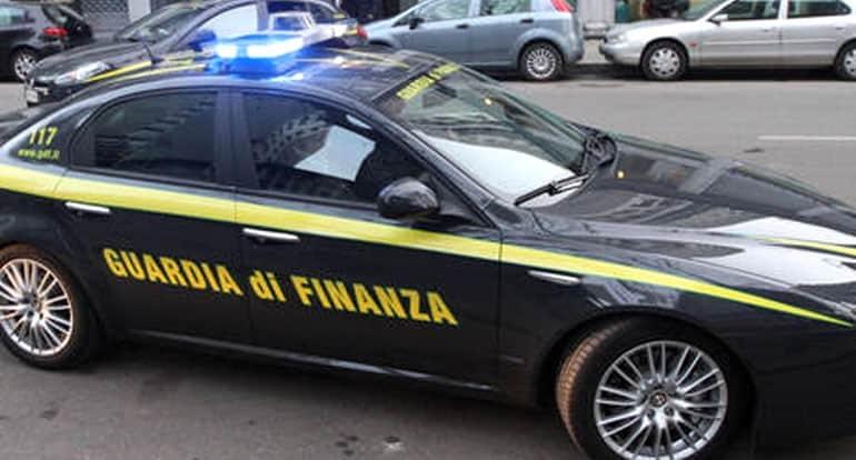 Ieri mattina è stata eseguita dalla Guardia di Finanza un'ordinanza di custodia cautelare agli arresti domiciliari per undici persone.