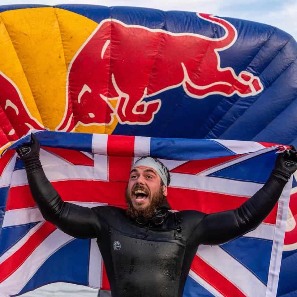 Senza mai toccare la terra ferma, Ross Edgley è il primo uomo ad aver circumnavigato la Gran Bretagna a nuoto.