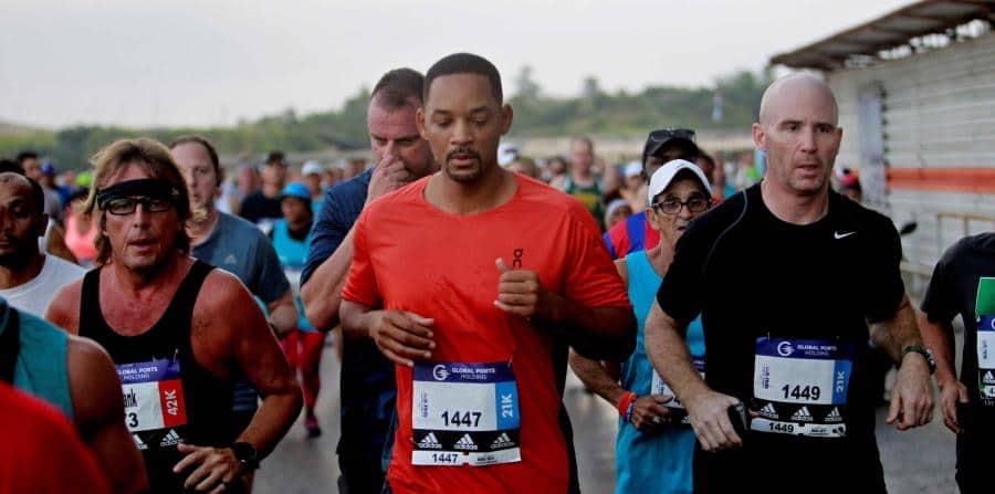 Con il pettorale numero 1147, Will Smith ha corso domenica 18 Novembre la Marabana, la maratona più popolare di Cuba.
