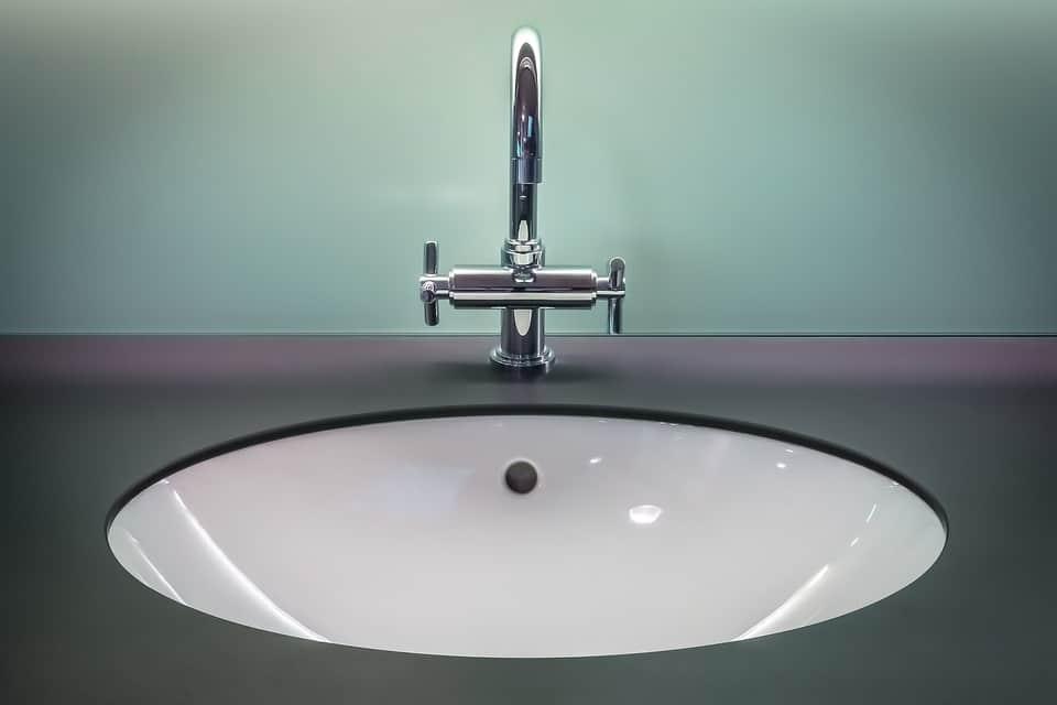 Oggi si tende a fare del bagno un ambiente dedicato al benessere e al relax, cercando di renderlo sempre più confortevole. Alcuni consigli.