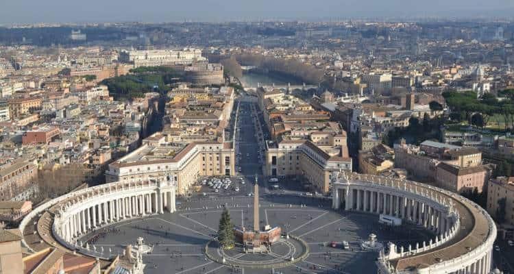 Intendeva piazzare materiale esplosivo nella Basilica di San Pietro a Roma il giorno di Natale e/o comunque durante le festività natalizie.