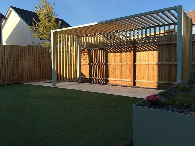 Le rifiniture, in genere, sono gli ultimi passi di un grande progetto, come tettoie o pergolati in cortili e giardini. Guida alla scelta