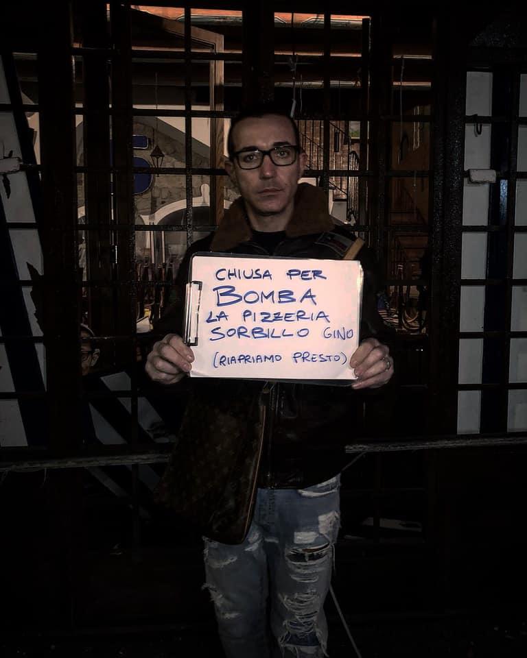 """""""Chiuso per bomba.E' un attacco a me, ma forse a tutta la Napoli che lavora e vuole la legalità...riapriremo presto!"""" ha dichiarato Sorbillo."""
