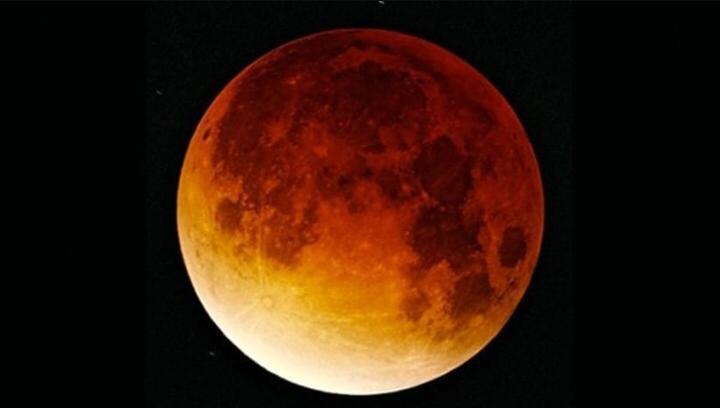 Un appuntamento da non perdere.La Superluna sarà visibile in cielo domani, 19 febbraio.La Luna apparirà più grande e luminosa che mai.