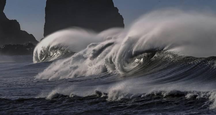 Crolla muro nel Frusinate: due vittime.A Guidonia cade albero e uccide un 45enne.A Bari si arena mercantile. Scontro tra due navi a Ischia