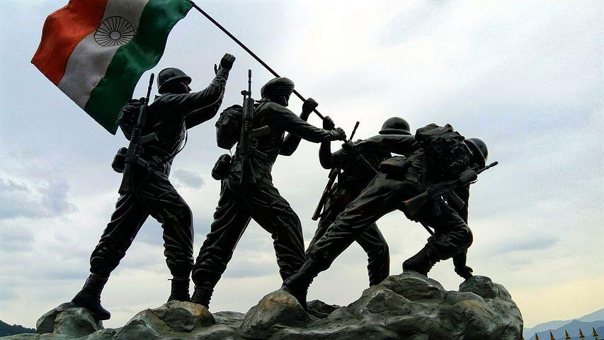 Spirano venti di guerra tra India e Pakistan, dopo un attacco al confine tra i due Paesi costato la vita a più di quaranta indiani.