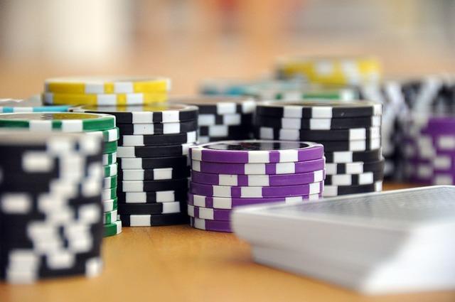 Un settore mai in crisi è quello del gioco d'azzardo online. Analisi del settore mostrano che casinò e web siano un binomio vincente.