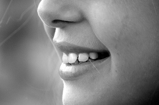 Avere un bel sorriso ci fa fare subito una buona impressione, così come avere l'alito sempre fresco. Alcuni consigli sull'uso del collutorio.