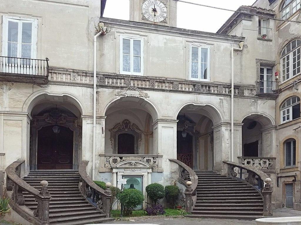 L'ospedale più antico d'Europa chiude.Dimentichiamo pure la bellezza delle maioliche,la maestria degli ebanisti, il fascino dei vasi antichi.