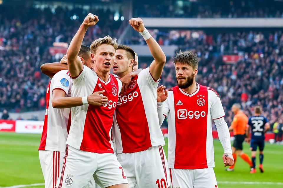"""Lass Schone, centrocampista dell'Ajax, ha parlato ai microfoni di """"Ajax Life"""" elogiando la Juventus, prossimo avversario in Champions League."""