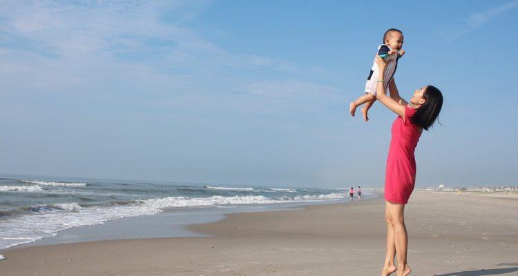 mamma e donna, babysitter