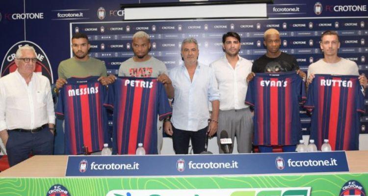 Oggi si è tenuta la prima conferenza stampa della nuova stagione del Crotone, presso la sala stampa dello Stadio Ezio Scida.