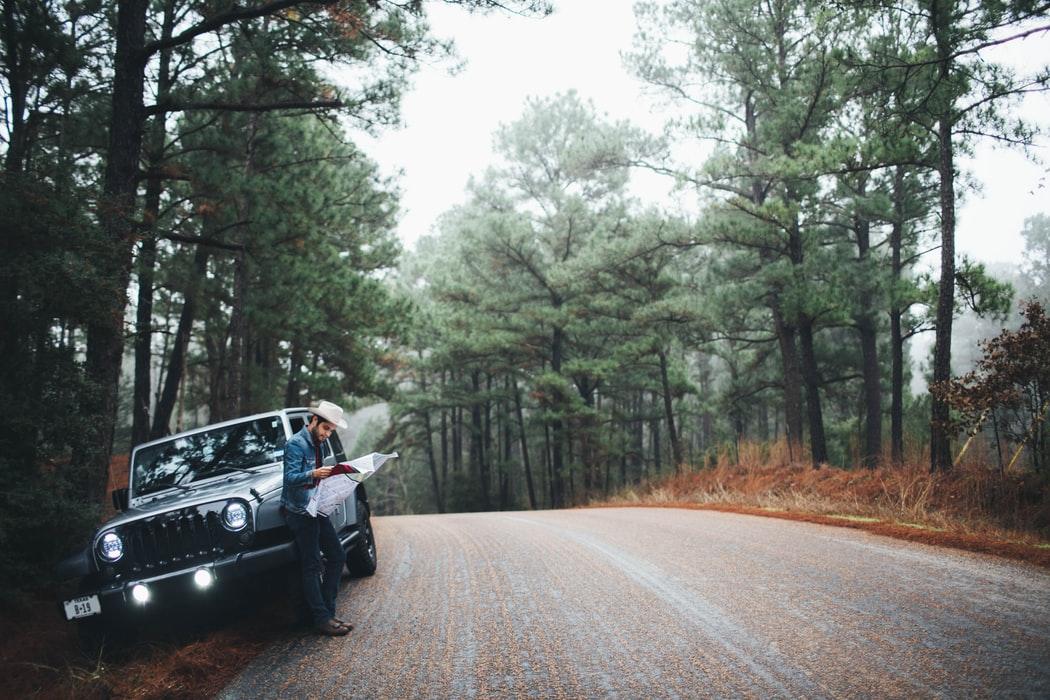 """Il Road trip ha preso piede negli anni '50 arrivando a segnare intere generazioni. Il merito è soprattutto """"On the road"""" di e """"Easy rider"""""""
