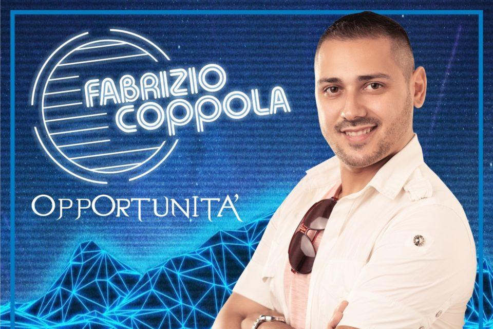 Fabrizio Coppola Il primo singolo è un inno al Carpe Diem, si ispira al poeta latino Orazio che inneggia all'afferrare il momento propizio
