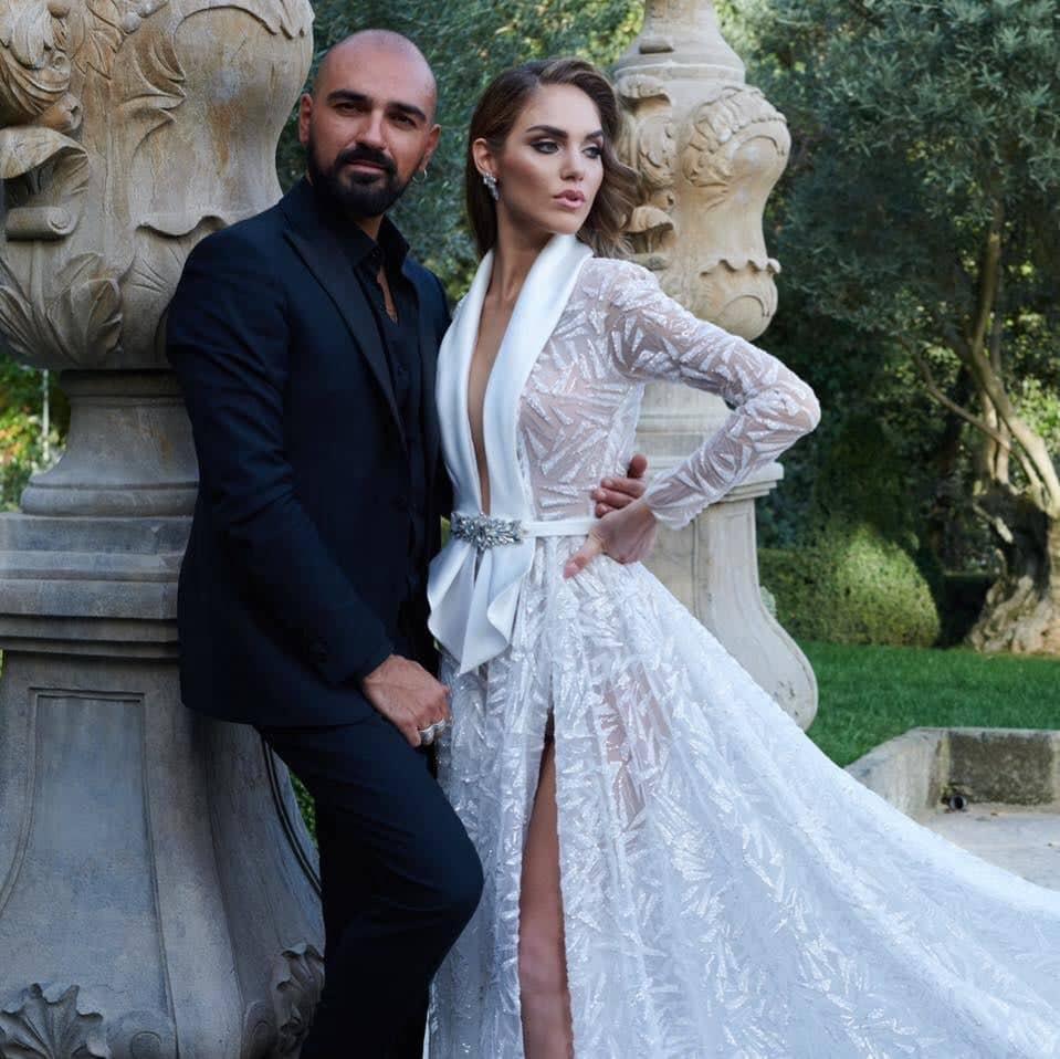 Salvatore Pappacena, giovane già è uno degli stilisti più in voga nell'ultimi dieci anni. Ha presentato la sua terza collezione