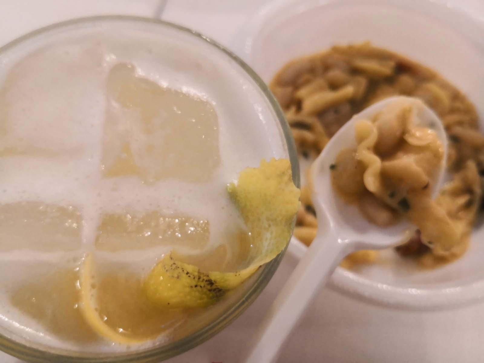 Campagna e metropoli a braccetto, come l'esempio: la pasta e fagioli con le cozze abbinata al Whiskey Sour. La pasta e fagioli con le cozze