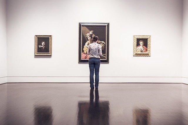 Come scegliere la luce giusta per i propri quadri Basterà acquistare dei faretti Led per le pareti dei tuoi ambienti.Ecco dei consigli utili