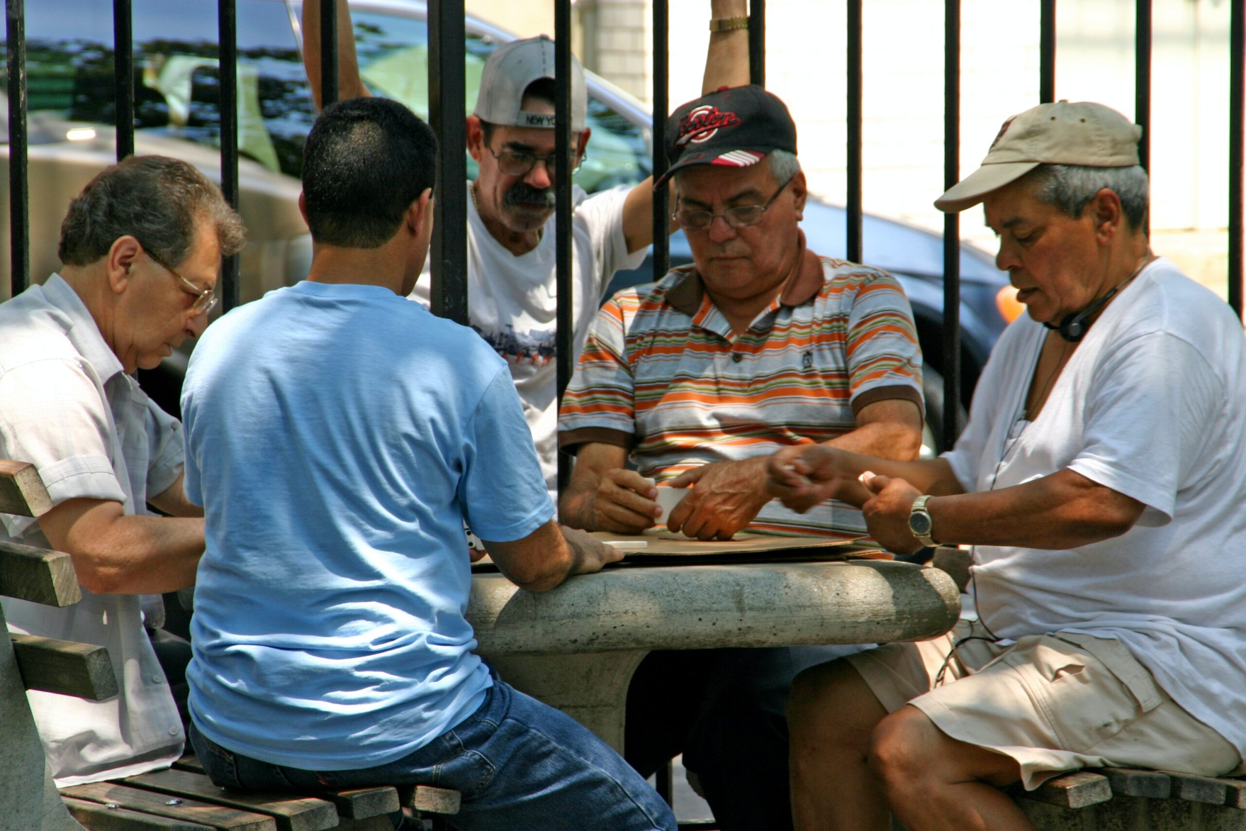 Uno dei divertimenti che da sempre occupa un ruolo principale nel tempo libero degli italiani è sicuramente il gioco di carte.