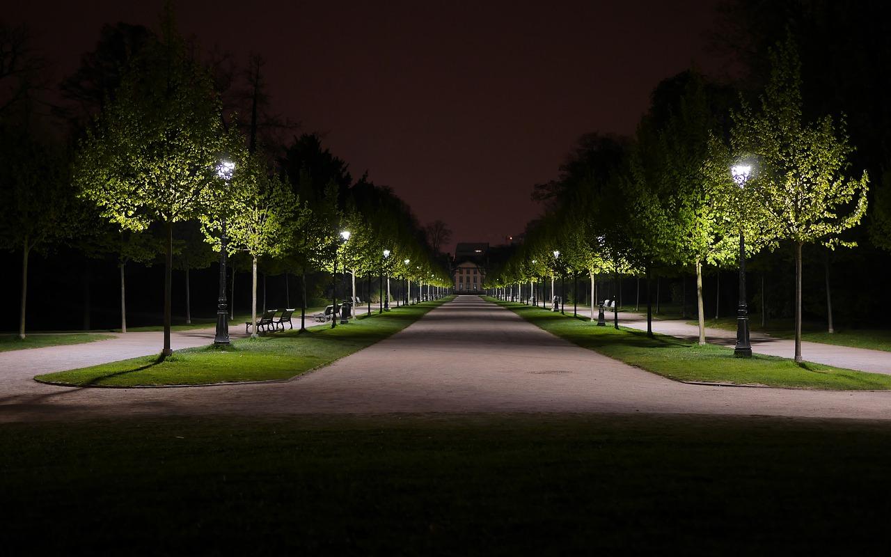 Ecologica perché a basso impatto ambientale e pratica perché non necessita di un collegamento elettrico, l'illuminazione solare è la scelta perfetta per ogni giardino.
